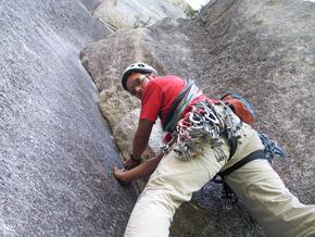 Squamish je tipický lezením na trenie a lezením špár.
